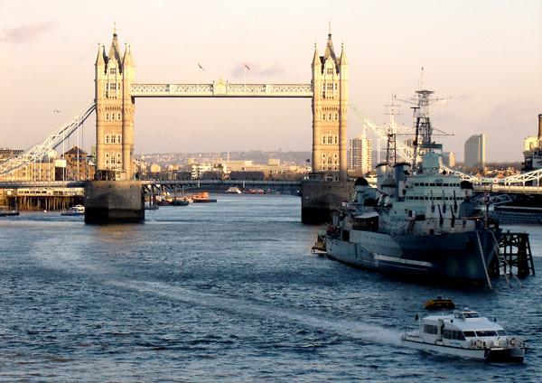 Tower Bridge Schiff